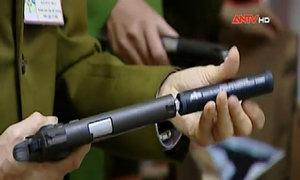 Kho 108 khẩu súng ngắn bắn đạn bi giữa Hà Nội