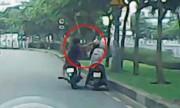 Camera chộp cảnh tên cướp giật điện thoại trên phố Sài Gòn