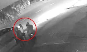 Cô gái bị cướp giật túi xách kéo lê 5m