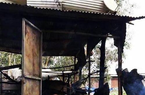 Ngôi nhà bị cháy khi cháu bé ở trong nhà. Ảnh: BH.Y