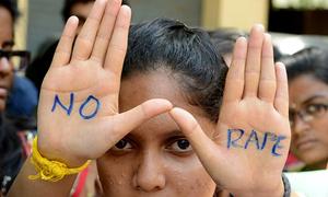 Thiếu nữ Ấn Độ bị cắt tai và cưỡng hiếp tập thể