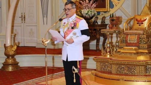 tan-vuong-thai-lan-muon-sua-hien-phap