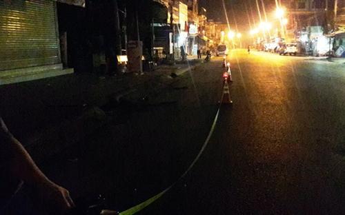 Hiện trường vụ hỗn chiến trong đêm khiến một thanh niên tử vong. Ảnh: Nguyệt Triều