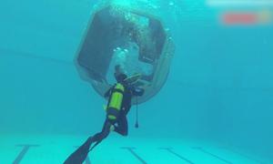 Lính không quân thực hành cứu nạn máy bay rơi xuống biển