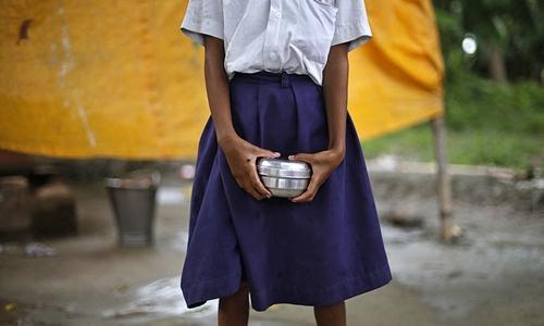 Một học sinh trung học cơ sở ở Ấn Độ. Ảnh: Reuter.s