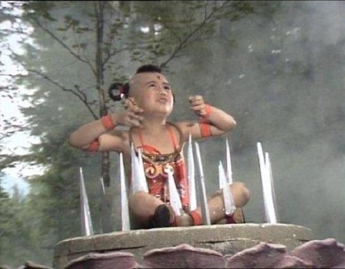 nhung-loi-hai-huoc-trong-phim-tay-du-ky-1986-6