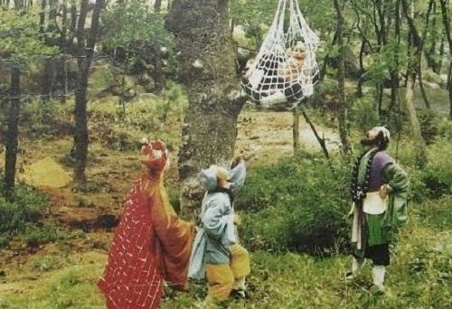nhung-tinh-huong-kho-do-trong-phim-tay-du-ky-1986