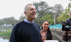 Đại sứ Mỹ chúc người Việt Nam ăn tết 'không phát phì'