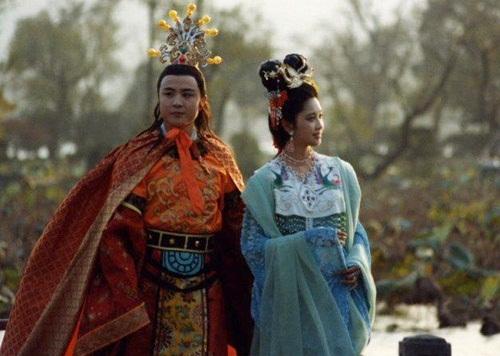 nhung-tinh-huong-kho-do-trong-phim-tay-du-ky-1986-12