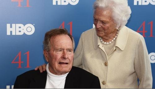 Cựu tổng thống Mỹ George H.W. Bush và vợ Barbara Bush. Ảnh: CNN