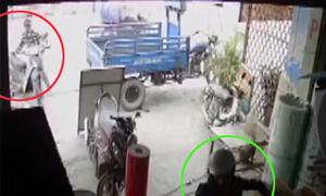 Trộm xe máy ngay sau lưng người phụ nữ