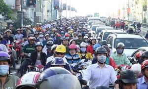 Trục đường nối quận 7 và trung tâm Sài Gòn kẹt xe nghiêm trọng