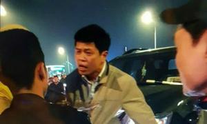 Lái xe của Thanh tra Bộ Lao động tát cảnh sát cơ động 'vì bực mình'
