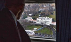 Khoảnh khắc Obama từ biệt Nhà Trắng trên trực thăng