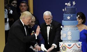 Bánh kem trong tiệc khiêu vũ của Trump bị tố nhái Obama