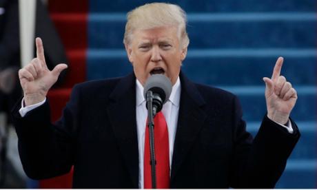 Ngôn ngữ cơ thể 'không lấy lòng' của Trump trong ngày nhậm chức