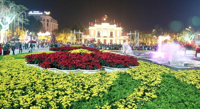 Đường phố Hải Phòng rực rỡ đèn màu đón Tết