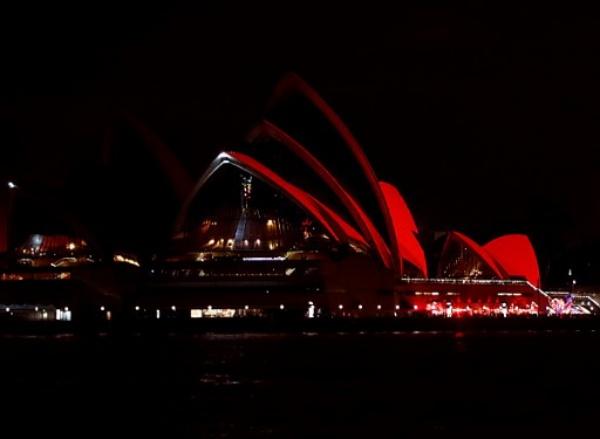 Nhà hát Opera tại Sydney được chiếu sáng màu đỏ