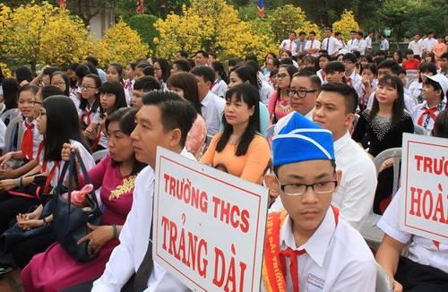 Hàng trăm học sinh Đồng Nai trong lễ tri ân thầy cô. Ảnh: Phước Tuấn