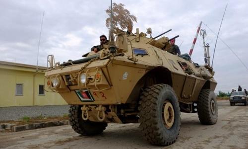 Mỹ lần đầu cấp xe bọc thép cho lực lượng chống Nhà nước Hồi giáo ở Syria. Ảnh minh họa: Reuters.