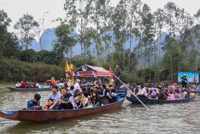 Chùa Hương đông khách trước ngày khai hội