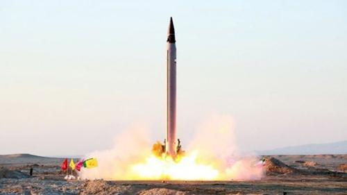 Một tên lửa đạn đạo Iran được phóng lên vào tháng 10/2015 tại một địa điểm bí mật. Ảnh: Stuff