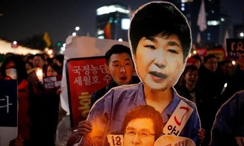 Người Hàn Quốc biểu tình đòi phế truất Tổng thống Park Geun-hye. Ảnh: Reuters