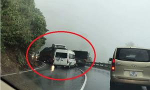 Ôtô vượt ẩu trên đèo Bảo Lộc đấu đầu container
