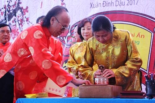 tranh-luan-ve-dong-chu-tren-an-khai-but-dau-xuan-o-quang-ninh-2