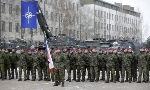 Lực lượng NATO do Mỹ dẫn đầu đến Litva ngày 7/2. Ảnh: reuters.