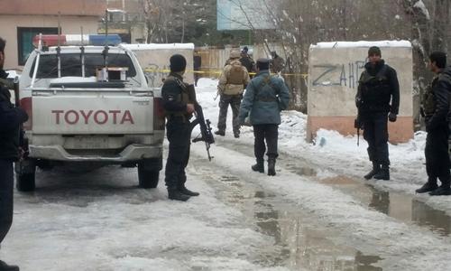 Cảnh sát Afghanistan tại hiện trường vụ nổ. Ảnh: Reuters.