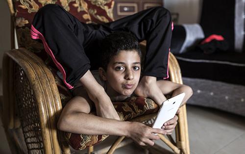 Mohammad al-Sheikh có cơ thể mềm dẻo lạ thường. Ảnh: AFP