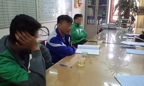 Ba người đàn ông bị phạt 6 triệu đồng vì tiểu bậy ở Hà Nội