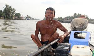 'Hiệp sĩ' tật nguyền 40 năm lặn cứu người ở Ngã Bảy Hậu Giang