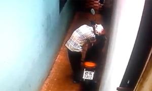 Tên trộm ăn đòn vì bị phát hiện bẻ khóa xe máy