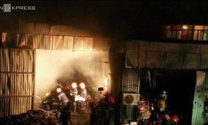 Cháy xưởng chứa quân tư trang tại Hà Nội