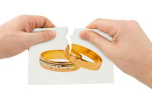 Người già muốn ly hôn, có cần giải quyết tại tòa?