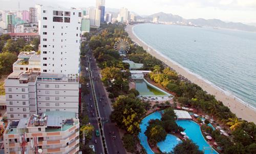 Nha Trang nổi tiếng về du lịch, nơi đây thu hút khách đến tham quan. Ảnh: Xuân Ngọc