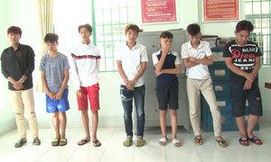 7 thanh thiếu niên miền Tây ném đá hàng chục ôtô 'cho vui'