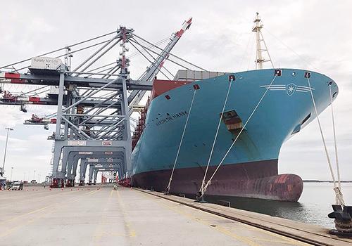 tau-container-lon-nhat-the-gioi-cap-cang-cai-mep