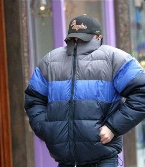 Nam diễn viên Leo DiCaprio sử dụng tuyệt chiêu trùm kín toàn thân.