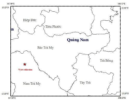 dong-dat-kem-tieng-no-o-quang-nam-dan-thao-chay-khoi-nha