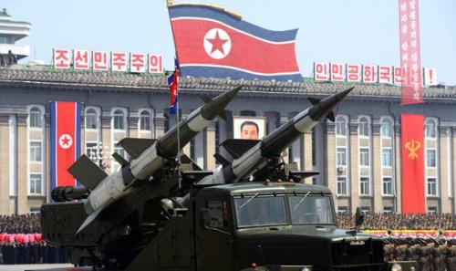 Tên lửa Triều Tiên trong cuộc diễu hành ở thủ đô Bình Nhưỡng. Ảnh: Reuters