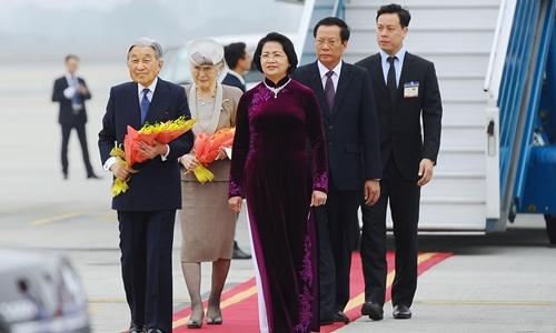 Nhà vua và Hoàng hậu Nhật Bản đến Hà Nội. Ảnh: Giang Huy.