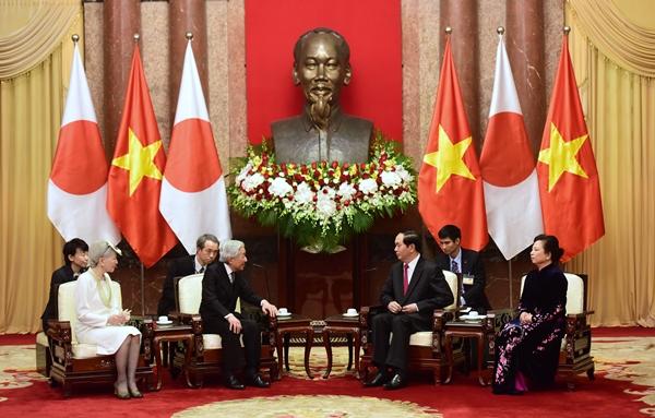 Nhà vua và Hoàng hậu hội kiến Chủ tịch nước Trần Đại Quang tại Phủ chủ tịch. Ảnh: Giang Huy.