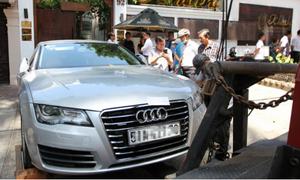 Audi của Hoa hậu Thu Hoài đỗ sai bị ông Đoàn Ngọc Hải cho cẩu về phường