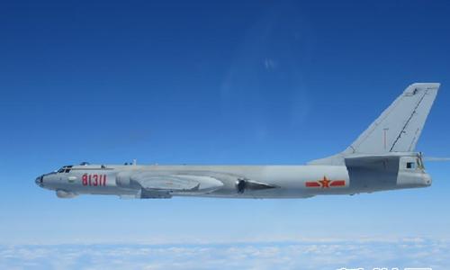 Máy bay ném bom H-6K của Trung Quốc. Ảnh: Xinhua