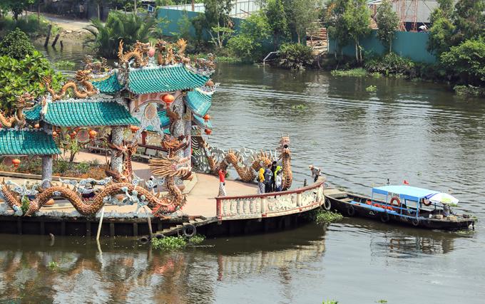 Ngôi miếu hơn 300 năm giữa sông ở Sài Gòn