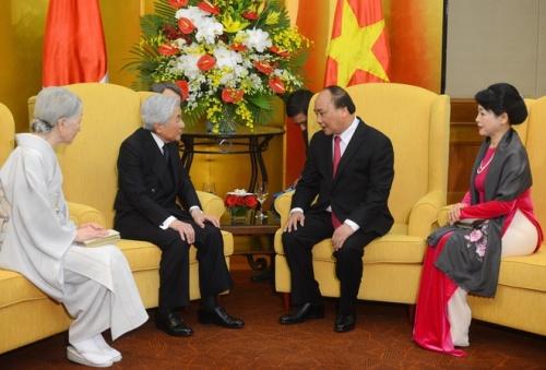 Nhà vua và Hoàng hậu Nhật Bản hội kiến với Thủ tướng Nguyễn Xuân Phúc cùng phu nhân tại Hà Nội. Ảnh: Giang Huy