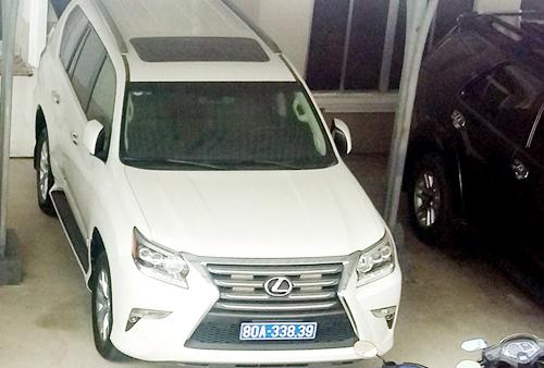 Cà Mau chính thức trả lại hai ô tô do doanh nghiệp tặng gây ồn ao trong thời gian qua. Ảnh: Vũ Trần